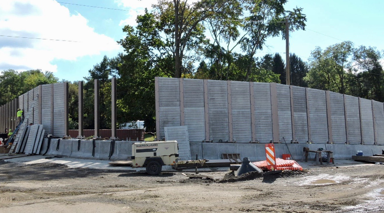 Sound walls under construction near Station Road (south)